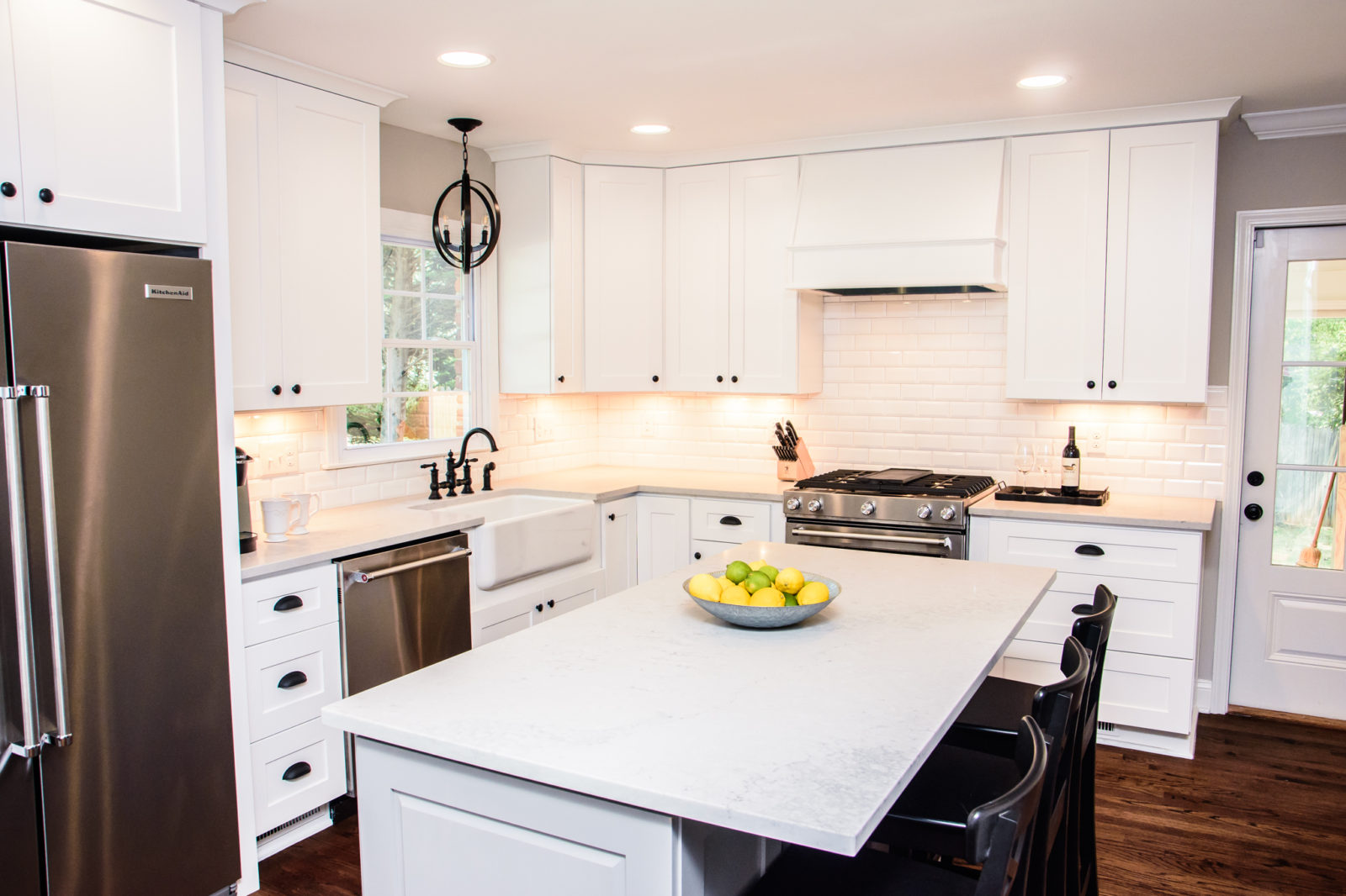 Murray Kitchen, white kitchen island